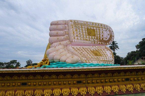 Bago13 1 585x391 - Como chegar na pedra dourada de Myanmar