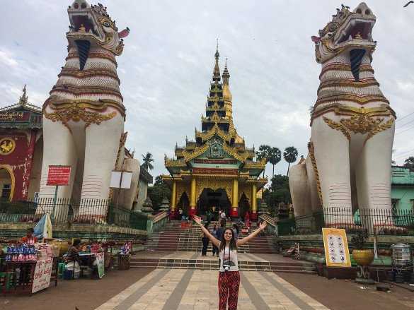 Bago28 1 585x439 - Como chegar na pedra dourada de Myanmar