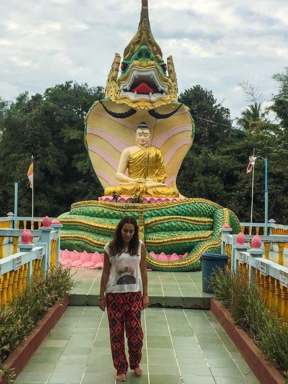 Bago37 1 585x780 - Como chegar na pedra dourada de Myanmar