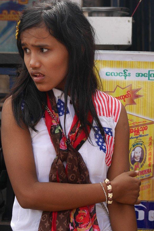Passeio da pedra dourada26 1 585x877 - Como chegar na pedra dourada de Myanmar