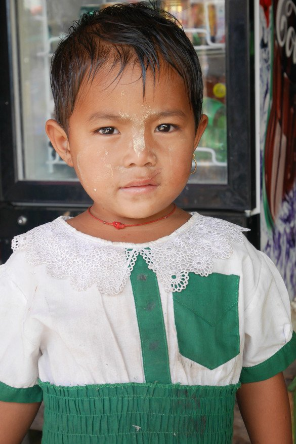 Passeio da pedra dourada49 585x877 - Como chegar na pedra dourada de Myanmar