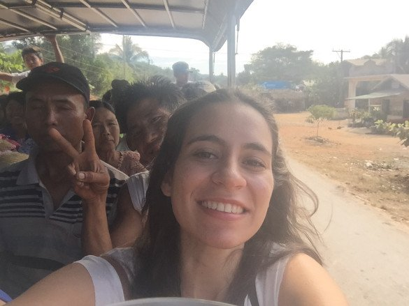 Passeio pedra dourada23 585x439 - Como chegar na pedra dourada de Myanmar