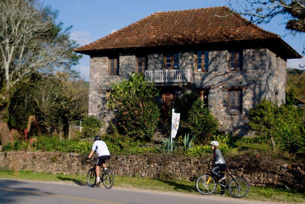 Passeio de bicicleta pelas vinícolas da Serra Gaúcha oferecido pelo hotel Dall'Onder