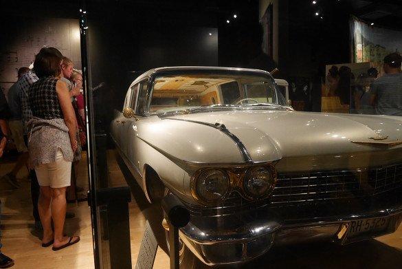 Country Music Hall of Fame Nashville13 585x391 - O que fazer em Nashville, a cidade do country