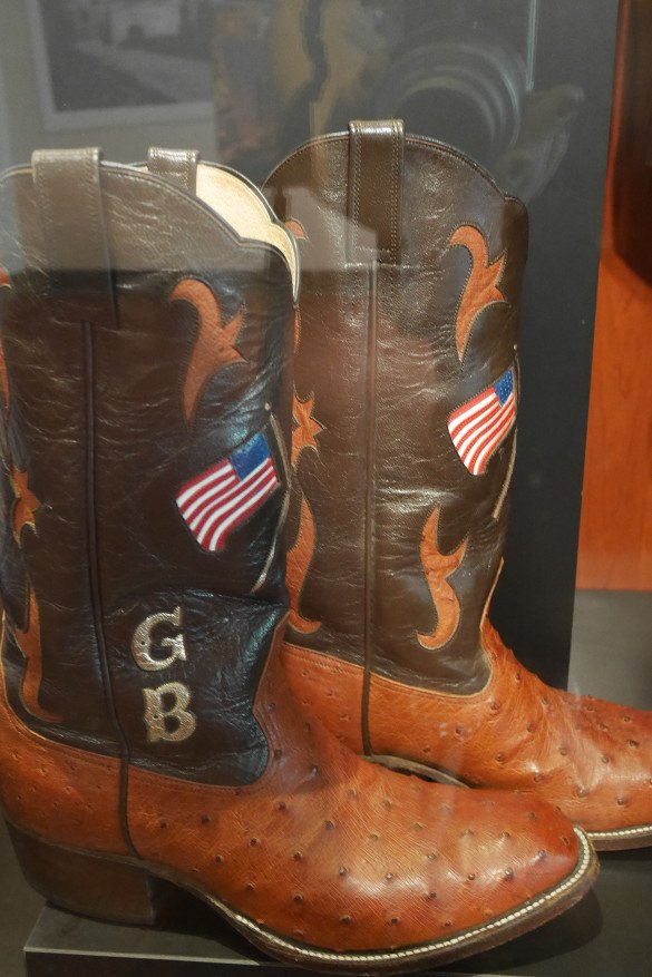 Country Music Hall of Fame Nashville24 585x877 - O que fazer em Nashville, a cidade do country