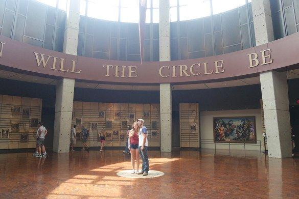 Country Music Hall of Fame Nashville25 585x391 - O que fazer em Nashville, a cidade do country
