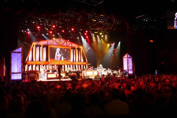Grand Ole Opry Nashville08 585x391 - O que fazer em Nashville, a cidade do country