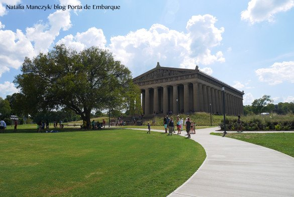 Parthenon Nashville08 585x391 - O que fazer em Nashville, a cidade do country