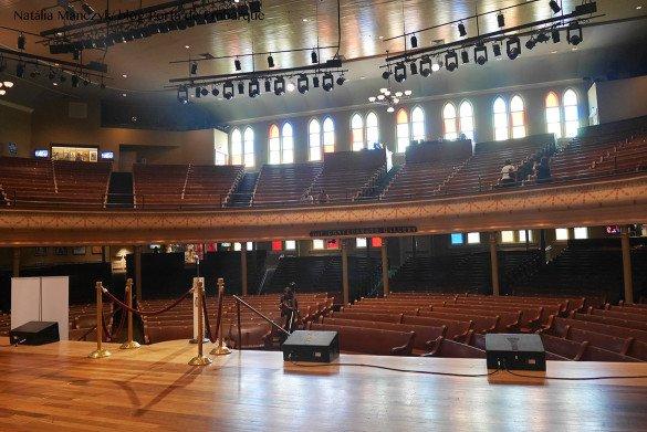 Ryman Auditorium Nashville12 585x391 - O que fazer em Nashville, a cidade do country