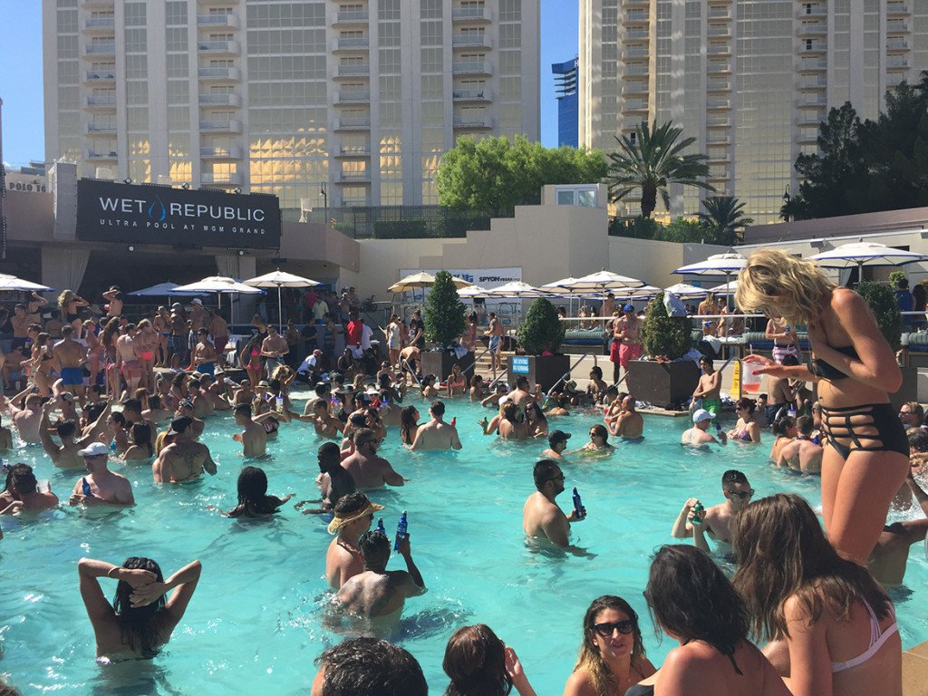 Pool party Wet Republic_hotel MGM Las Vegas_Caesars_05