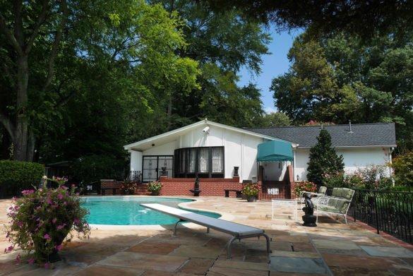 0064 Graceland 585x391 - O que fazer em Memphis, a cidade do Elvis!