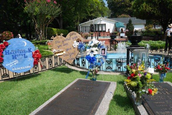 0074 Graceland 585x391 - O que fazer em Memphis, a cidade do Elvis!