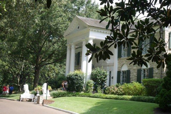 0075 Graceland 585x391 - O que fazer em Memphis, a cidade do Elvis!
