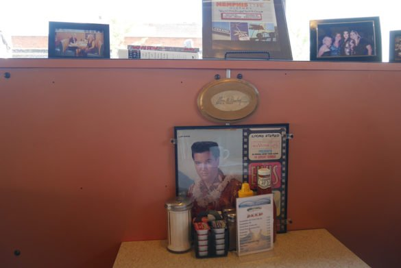 Arcade Restaurant Memphis09 585x391 - O que fazer em Memphis, a cidade do Elvis!