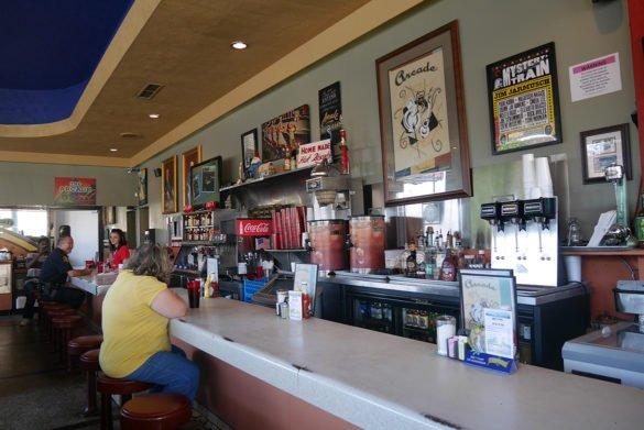 Arcade Restaurant Memphis12 585x391 - O que fazer em Memphis, a cidade do Elvis!