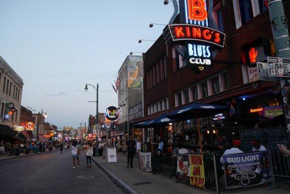 BB Kings Memphis34 585x391 - O que fazer em Memphis, a cidade do Elvis!