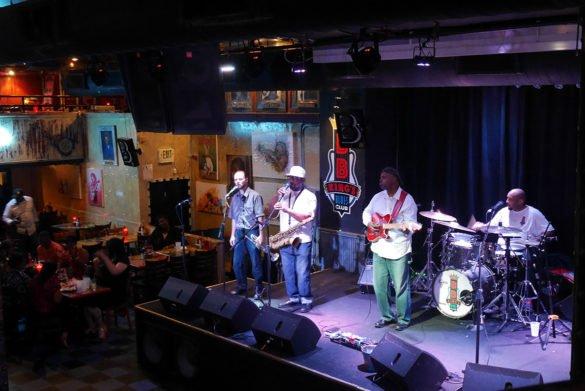 BB Kings Memphis42 585x391 - O que fazer em Memphis, a cidade do Elvis!