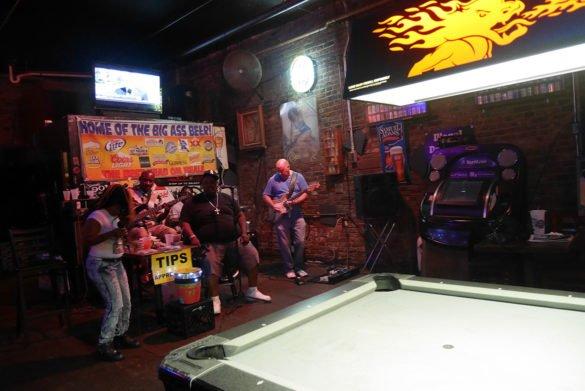 Beale Street Memphis24 585x391 - O que fazer em Memphis, a cidade do Elvis!