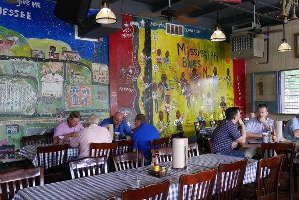Central BBQ 1 585x391 - O que fazer em Memphis, a cidade do Elvis!