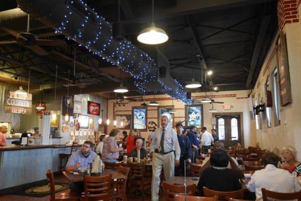 Central BBQ 3 memphis 585x391 - O que fazer em Memphis, a cidade do Elvis!