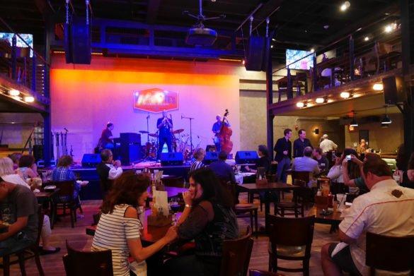 Overtons square Memphis54 585x391 - O que fazer em Memphis, a cidade do Elvis!