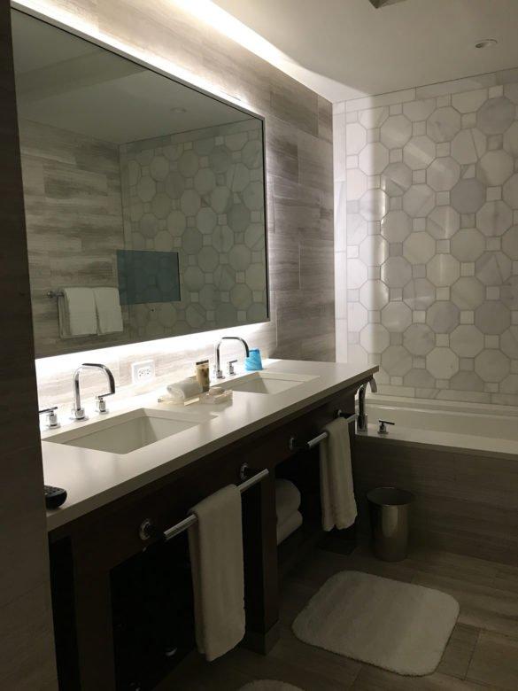 Banheiro Four Seasons Orlando 585x780 - Como é ficar no hotel Four Seasons Orlando