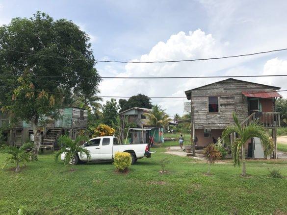 Belize 77 585x439 - Conheça Belize: o Caribe só para você!