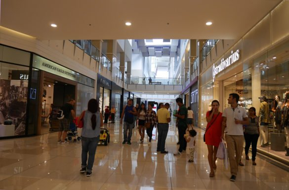 Cidade do Panama Shopping Multiplaza01 585x385 - Como é voar na classe Executiva da Copa Airlines