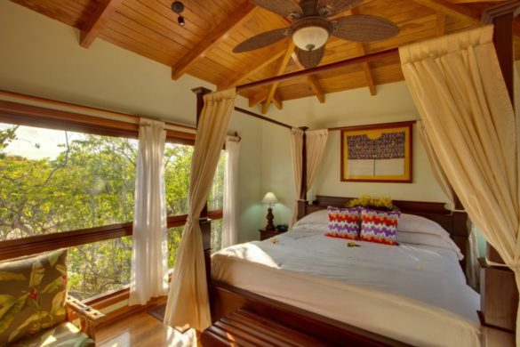 Deluxe Treehouse bed 3 h e1512190391873 585x390 - Onde ficar em Belize