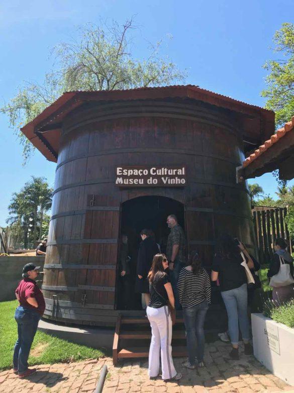 Rota da uva de Jundiaí Brunholi 1 2 585x780 - Rota da uva de Jundiaí: para provar muito vinho perto de São Paulo