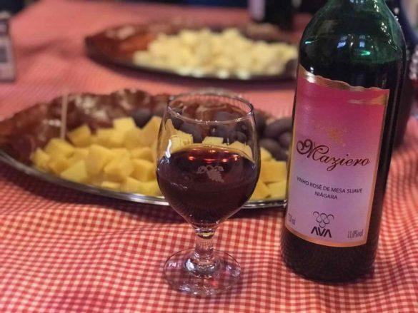 Rota da uva de Jundiaí Maziero 2 585x439 - Rota da uva de Jundiaí: para provar muito vinho perto de São Paulo