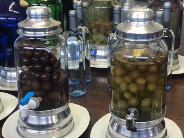 Rota da uva de Jundiaí cachacaria 3 585x439 - Rota da uva de Jundiaí: para provar muito vinho perto de São Paulo