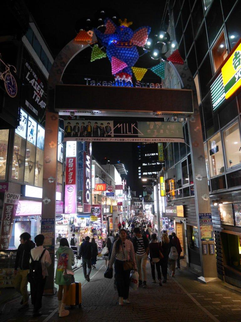 A rua da Daiso, loja de 100 ienes em Harajuku