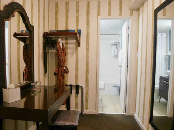 closet do hotel Kimpton Topaz em Washington