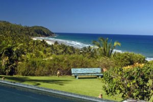 Piscina e praia de tacarezinho no Txai Itacare
