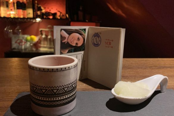 "Mundi bar: novo bar em SP serve drinques do mundo e até carimba ""passaporte"""