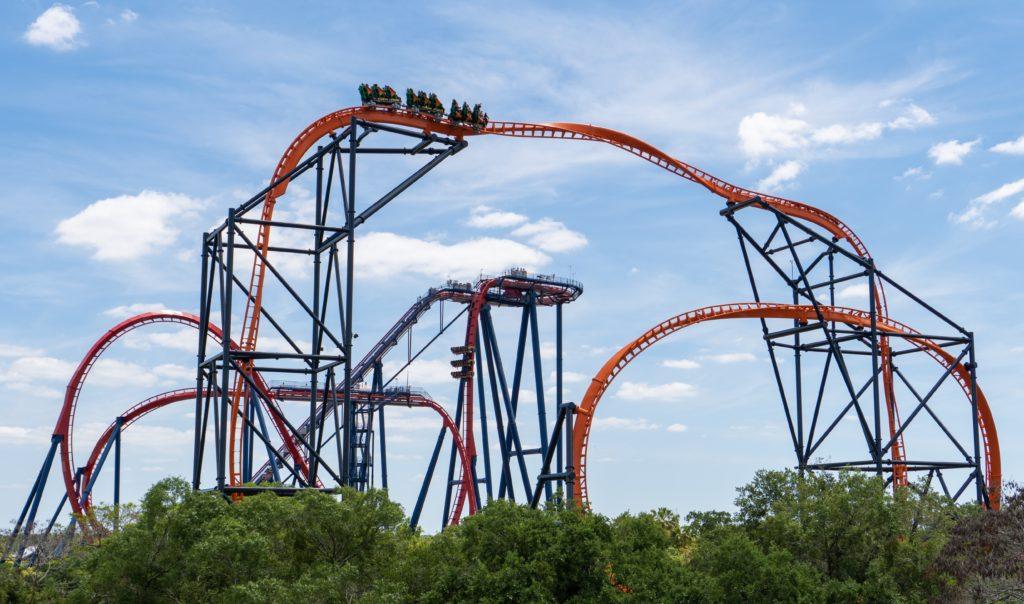 Tigris, a nova-montanha russa do Busch Gardens, na frente da Sheikra