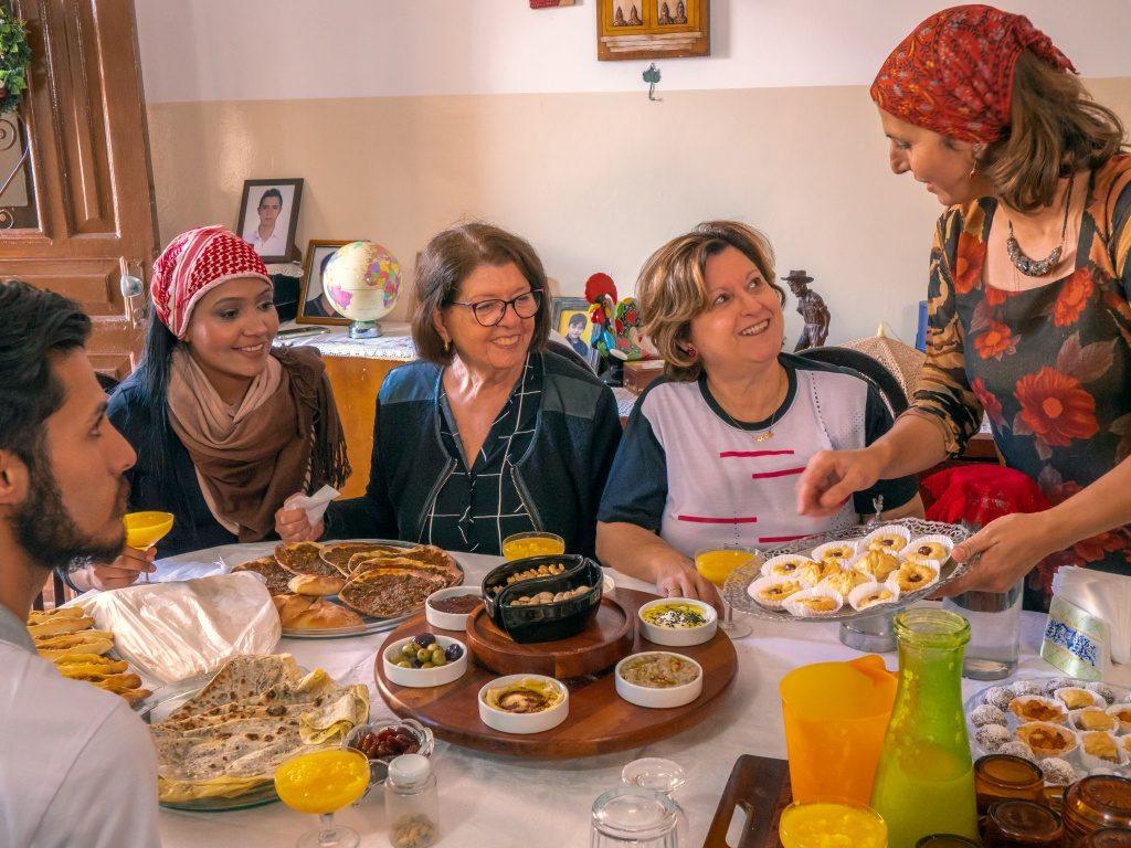 Uma das experiencias oferecidas por refugiados pelo airbnb