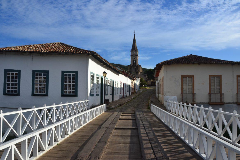 A ponte, a casa de Cora Coralina e a igreja em Cidade de Goiás