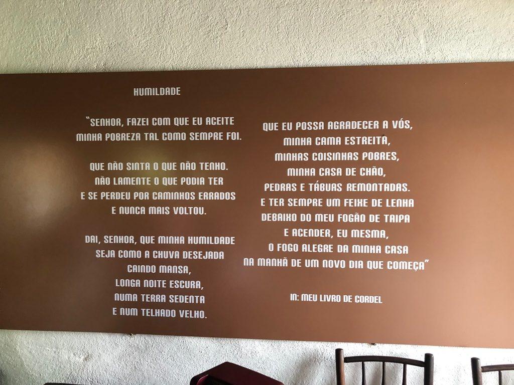 Poema no quarto de Cora Coralina