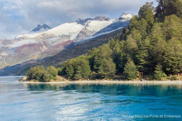 Montanha nevada e lago na Carretera Austral, Patagonia Norte, Aysen