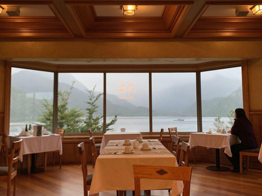 restaurante do hotel Loberías del Sur, em Aysen