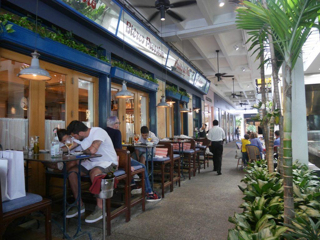 Mesinhas do Le Zoo, restaurante em Bal Harbour