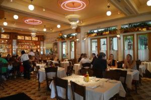 interior do restaurante Le Zoo, em Bal Harbour