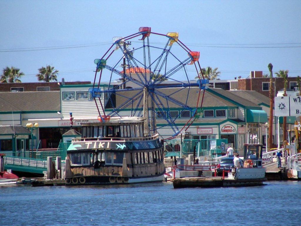 a roda-gigante da FunzZone em Newport Beach, praia da California