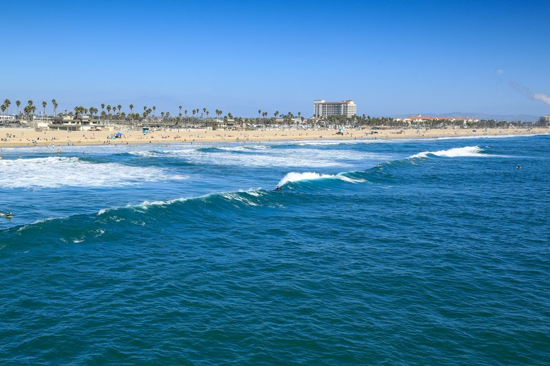 A praia de Huntington Beach, mais perto de Los Angeles que de San Diego
