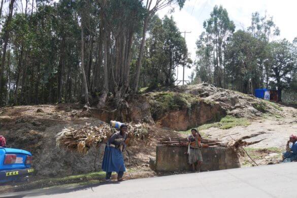 Caminho para a montanha em Adis Abeba