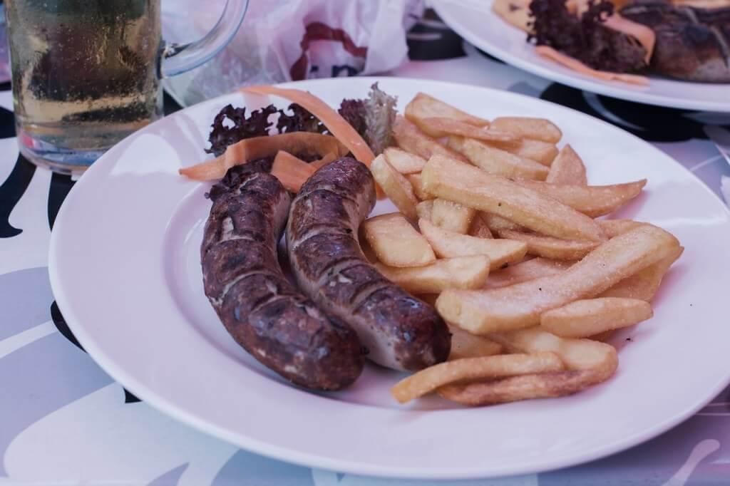 bratwurst-prato tipico-Alemanha