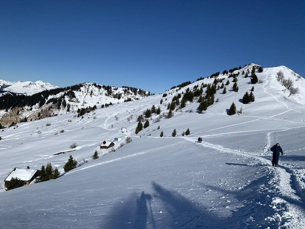 estacao de esqui francesa samoens caminhada