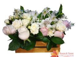 Arranjo de Rosas e Astromélias Floricultura Rosas e Flores
